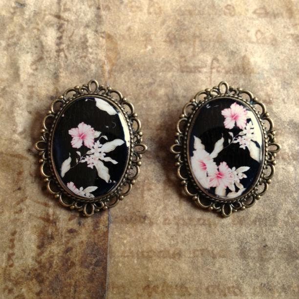 broches zwart roze bloemen